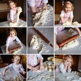 Baker meisje in chef-kokhoed bij keuken stock foto's