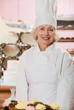Baker met cakes Royalty-vrije Stock Afbeelding