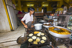 Baker prepares traditional round flat loaf in Pushkar, India Stock Photo