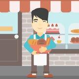 Baker tenant le panier avec des produits de boulangerie Photo libre de droits