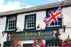 Bakewell布丁工厂和旗子 免版税库存照片