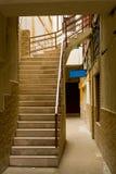 Bakgata med trappa upp Fotografering för Bildbyråer