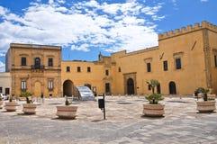 Bakgata. Presicce. Puglia. Italien. fotografering för bildbyråer