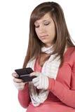 bakground όμορφο texting λευκό κοριτσ&iot Στοκ Φωτογραφία