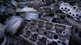 Bakgrund av överflödet av industriell avskräde för metall i hög på skrot stock video