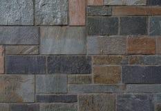 Bakgrund av bearbetade stenar med olika färger av varmt och Royaltyfria Bilder