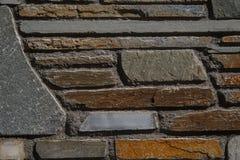 Bakgrund av bearbetade stenar med olika färger av varmt och Royaltyfri Fotografi