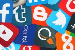 Bakgrund av berömda sociala massmediasymboler Arkivbilder