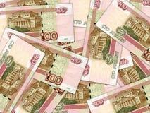 Bakgrund av bills för rouble för ryss för pengarstapel 100 Arkivfoto