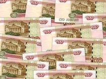 Bakgrund av bills för rouble för ryss för pengarstapel 100 Royaltyfria Bilder