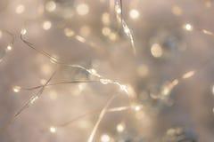 Bakgrund av bokeh för suddighetsfärgtextur för festival och nytt år Abstrakt julbakgrund grunt djupf?lt tonad bild royaltyfria bilder