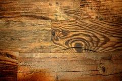 Bakgrund av brädena av det åldrigt brädet skrapade trä Arkivfoton