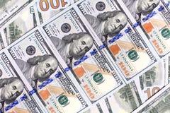Bakgrund av de nya USA-hundra-dollaren räkningarna satte in i circula Fotografering för Bildbyråer