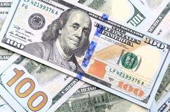 Bakgrund av de nya USA-hundra-dollaren räkningarna satte in i circula Royaltyfria Bilder