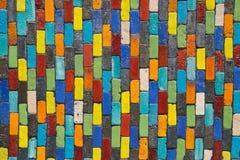 Bakgrund av den flerfärgade tegelstenväggen royaltyfri fotografi