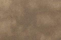 Bakgrund av den ljusa closeupen för bronsmockaskinntyg Matt textur för sammet av sandnubucktextilen Arkivbilder