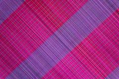 Bakgrund av den matta plattan för bambu, färgrik modell, bambutextur, mattt tomt utrymme av bambu Arkivfoton