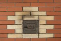 Bakgrund av den nya bruna tegelstenväggen med pannan Royaltyfria Bilder
