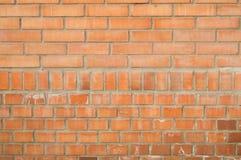 Bakgrund av den orange tegelstenväggen, tegelstenar med cement Royaltyfria Foton