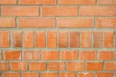 Bakgrund av den orange tegelstenväggen, tegelstenar med cement Royaltyfri Fotografi