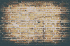 Bakgrund av den smutsiga gamla tapeten för väggtegelstentextur royaltyfria bilder