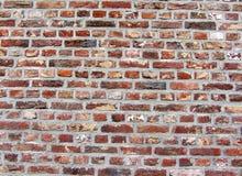 Bakgrund av den smutsiga tegelstenväggen för gammal tappning med skalningsmurbruk, textur Royaltyfria Foton