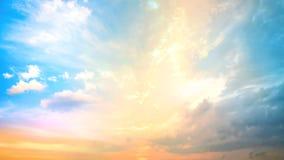 Bakgrund av det färgrika himmelbegreppet Arkivbild