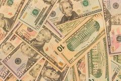 Bakgrund av dollarvalörer av olika valörer S royaltyfria bilder
