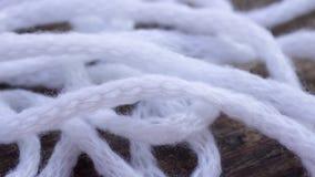 Bakgrund av en lös tova av vitt fast garn Fotografering för Bildbyråer