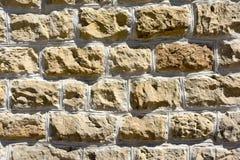 Bakgrund av en vägg av texturerade stenar Royaltyfria Foton