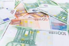 Bakgrund av eurosedlar. arkivfoto