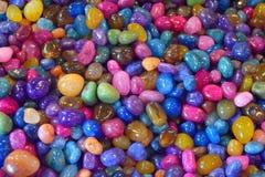 Bakgrund av färgrika polerade stenar Royaltyfri Fotografi