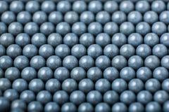 Bakgrund av gråa airsoftbollar av 6mm Arkivfoto