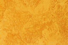 Bakgrund av guld- texturerad yttersida Guld- textur för design och rengöringsdukbakgrund Skinande guld- yttersida av betongväggen Royaltyfria Foton