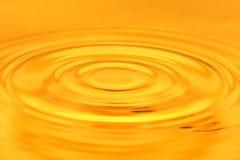 Bakgrund av guld- vatten Fotografering för Bildbyråer