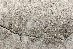 Bakgrund av kapitalvaran texturerade murbrukväggar målade med vit Arkivfoto