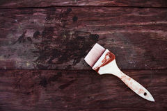 Bakgrund av målarfärgborsten på wood stol Royaltyfria Bilder