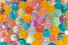 Bakgrund av mång--färgade bollar Arkivbild