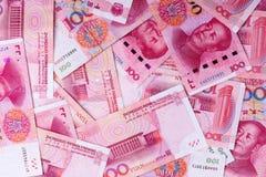 Bakgrund av många kinesiska 100 anmärkningar för RMB Yuan Arkivbilder