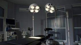 Bakgrund av modernt fungeringsrum på sjukhusnödläget Arkivbild