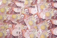 Bakgrund av New Zealand $100 sedlar Royaltyfria Foton
