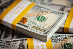Bakgrund av nya 100 US dollar 2013 sedlar Royaltyfria Bilder