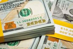 Bakgrund av nya 100 US dollar 2013 sedlar Arkivfoto