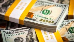 Bakgrund av nya US dollarsedelräkningar Royaltyfri Foto