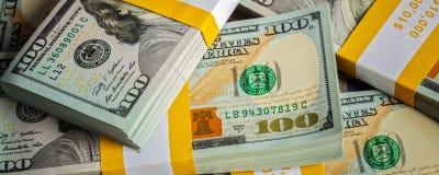 Bakgrund av nya US dollarsedelräkningar Royaltyfri Fotografi