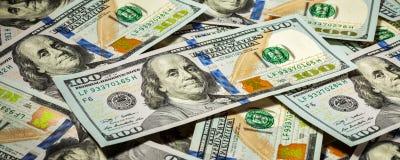 Bakgrund av nya US dollarsedelräkningar Arkivbilder