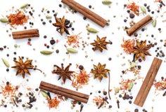 Bakgrund av olika kryddor Arkivbilder