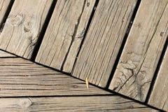 Bakgrund av parallella träbräden Arkivfoton