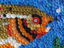 Bakgrund av plast- färgrika kapsyler Förorening med plast- avfalls Miljö och ekologisk jämvikt Konst från skräp royaltyfri bild