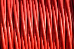 Bakgrund av röd elektrisk kabel som isolerar gummi Arkivfoton